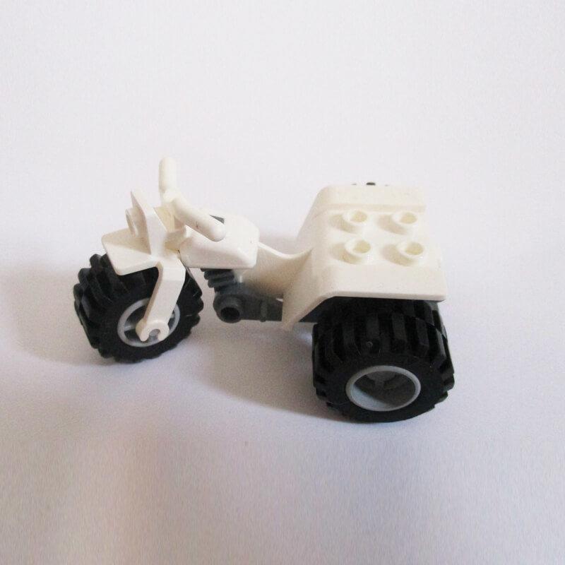 3 Wheeler - White